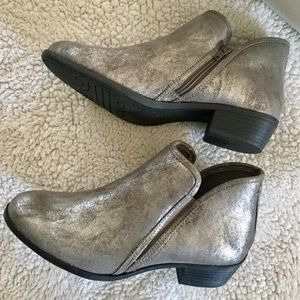 SO Aries-Grey booties size 10